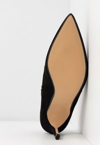 Dorothy Perkins - ELIZA SCALLOP DETAIL COURT - High heels - black - 6