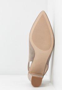 Dorothy Perkins - EMILY BLOCK HEEL SLINGBACK COURT - Classic heels - taupe - 6