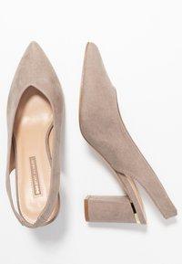 Dorothy Perkins - EMILY BLOCK HEEL SLINGBACK COURT - Classic heels - taupe - 3