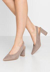 Dorothy Perkins - EMILY BLOCK HEEL SLINGBACK COURT - Classic heels - taupe - 0