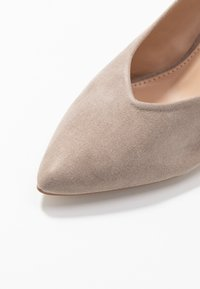 Dorothy Perkins - EMILY BLOCK HEEL SLINGBACK COURT - Classic heels - taupe - 2