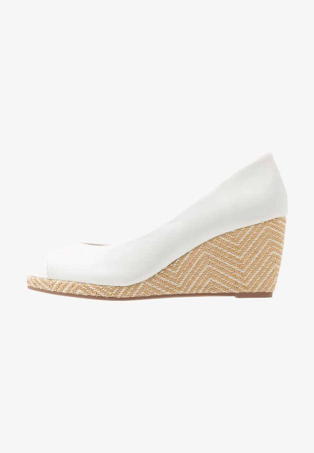 DAMSEL PEEPTOE WEDGE - Avokärkiset avokkaat - white