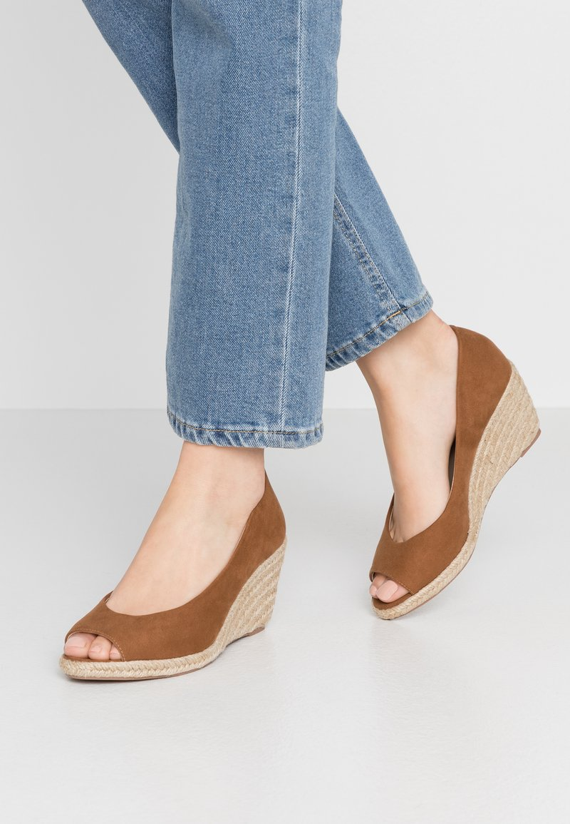 Dorothy Perkins - DAMSEL PEEPTOE WEDGE - Peeptoes - tan