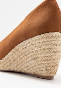 Dorothy Perkins - DAMSEL PEEPTOE WEDGE - Peeptoes - tan - 2