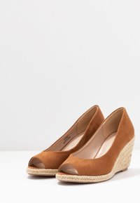 Dorothy Perkins - DAMSEL PEEPTOE WEDGE - Peeptoes - tan - 4