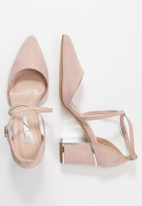 Dorothy Perkins - EGO METAL POINT X-STRAP - Klassiske pumps - nude - 1