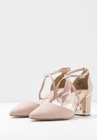 Dorothy Perkins - EGO METAL POINT X-STRAP - Klassiske pumps - nude - 2