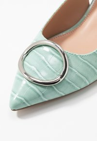 Dorothy Perkins - EMMA CROC SLING POINT - Klassiske pumps - green - 2