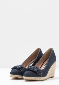 Dorothy Perkins - EVE BUCKLE WEDGE COURT - Hoge hakken - denim - 4
