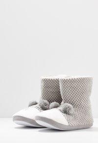Dorothy Perkins - BEAR NOVELTY BOOTIE - Slippers - light grey - 4