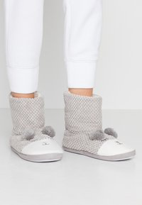 Dorothy Perkins - BEAR NOVELTY BOOTIE - Slippers - light grey - 0
