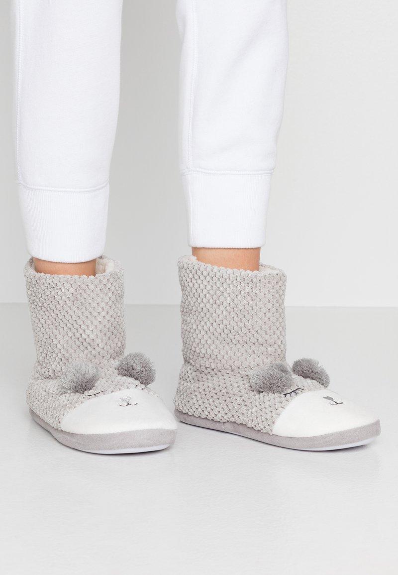 Dorothy Perkins - BEAR NOVELTY BOOTIE - Slippers - light grey