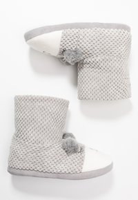 Dorothy Perkins - BEAR NOVELTY BOOTIE - Slippers - light grey - 3