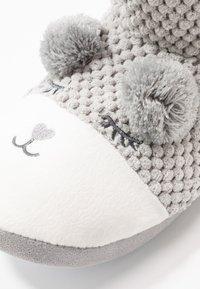 Dorothy Perkins - BEAR NOVELTY BOOTIE - Slippers - light grey - 2