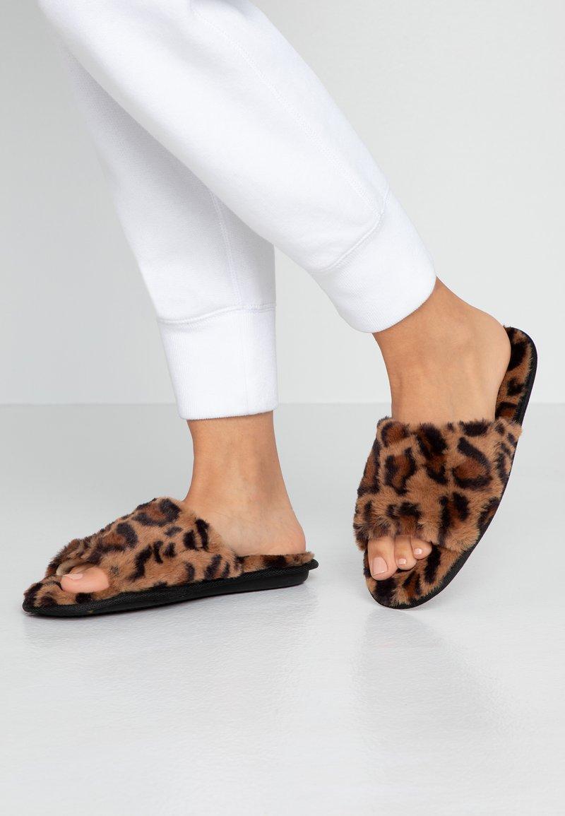 Dorothy Perkins - SLIDER - Domácí obuv - brown