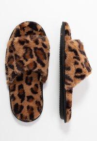 Dorothy Perkins - SLIDER - Domácí obuv - brown - 3