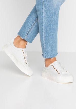 INDI CHUNCKY TRAINER  - Sneakers laag - white