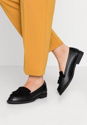 LAURIE - Nazouvací boty - black