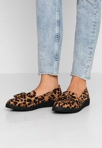 Dorothy Perkins - LORENZA LOAFER - Mokkasiinit - brown - 0