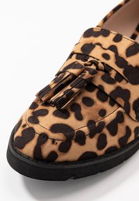 Dorothy Perkins - LORENZA LOAFER - Mokkasiinit - brown - 2