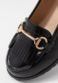 Dorothy Perkins - LEWIS CLEATTASSEL LOAFER - Slip-ons - black - 2