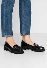 Dorothy Perkins - LEWIS CLEATTASSEL LOAFER - Slip-ons - black - 0