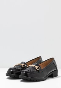Dorothy Perkins - LEWIS CLEATTASSEL LOAFER - Slip-ons - black - 4