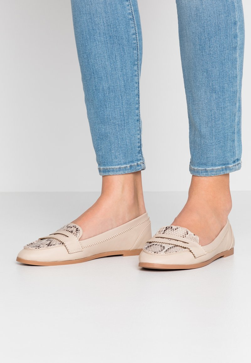 Dorothy Perkins - LOYLE SNAKE LOAFER - Mocasines - cream