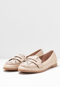 Dorothy Perkins - LOYLE SNAKE LOAFER - Mocasines - cream - 4