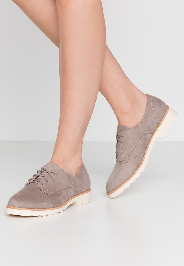 LUSH - Derbies - grey