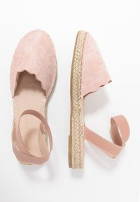 Dorothy Perkins - COURTNEY ELASTIC BACK SCALLOP - Espadrilky - nude