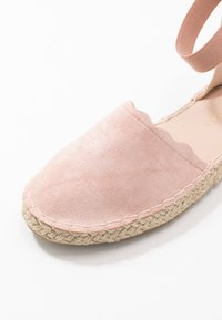 Dorothy Perkins - COURTNEY ELASTIC BACK SCALLOP - Espadrilky - nude - 2