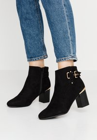 Dorothy Perkins - APPLE GOLD DETAIL BASIC - Ankle boot - black - 0