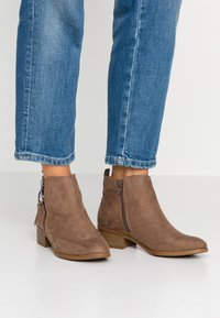 Dorothy Perkins - MYNOR SIDE ZIP RING PULL - Ankelboots - taupe - 0