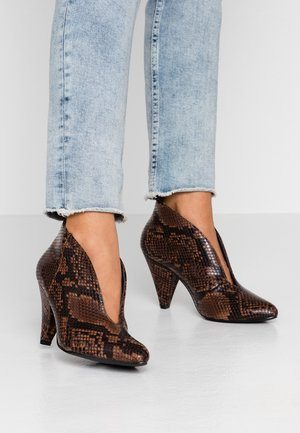 ADMIRE UPDATE - Boots à talons - dark natural/orange