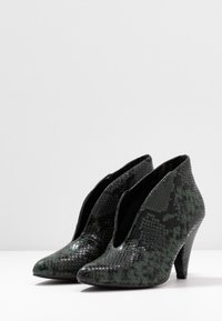 Dorothy Perkins - ADMIRE UPDATE - Ankle boot - green - 4