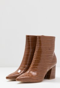 Dorothy Perkins - ANICA CROC POINTED BLOCK - Classic ankle boots - tan - 4