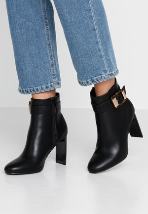 ANTWERP BUCKLE KNIFE BOOT - Ankelboots med høye hæler - black