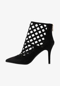 Dorothy Perkins - ARTEMIS CUT OUT - Kotníková obuv na vysokém podpatku - black - 1