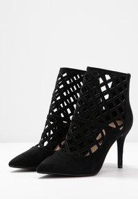 Dorothy Perkins - ARTEMIS CUT OUT - Kotníková obuv na vysokém podpatku - black - 4