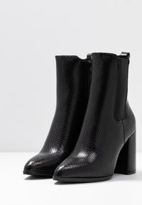 Dorothy Perkins - ARGYLL HEELED POINT BOOT - Ankelboots med høye hæler - black - 4