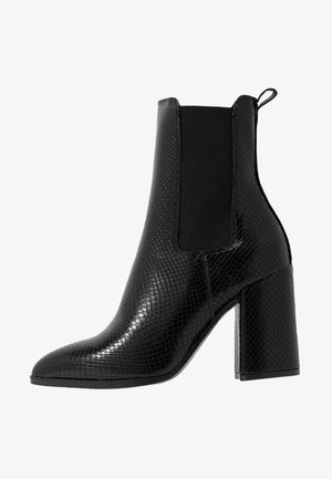 ARGYLL HEELED POINT BOOT - Botki na obcasie - black