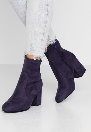AVERY MF SOCK BLOCK HEEL  - Classic ankle boots - navy
