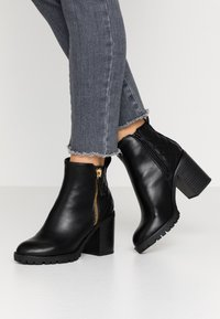 Dorothy Perkins - ASHLEIGH CHUNKY QUILTED SIDE ZIP - Ankelboots - black - 0
