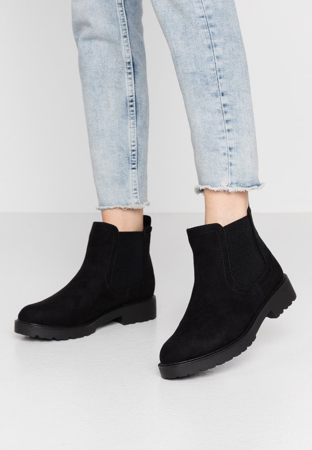 MOUNTY CHUNKY CHELSEA CLEATED SOLE - Nilkkurit - black