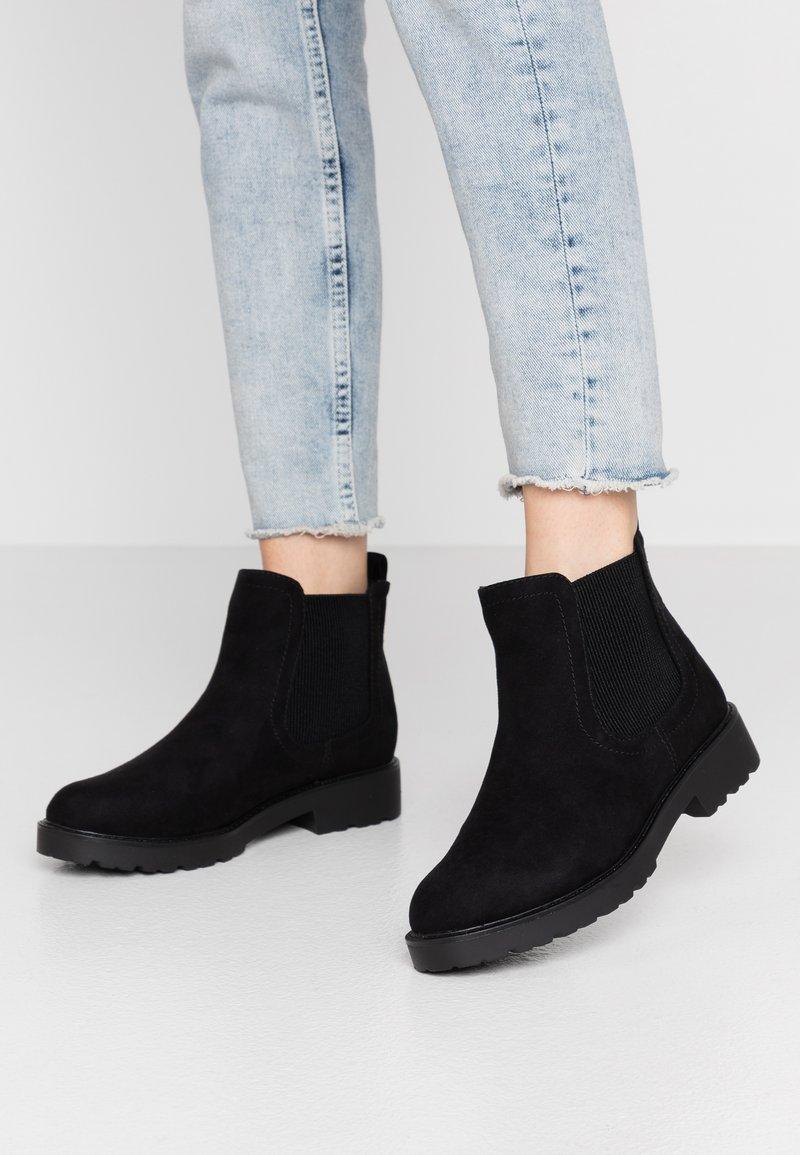 Dorothy Perkins - MOUNTY CHUNKY CHELSEA CLEATED SOLE - Kotníková obuv - black