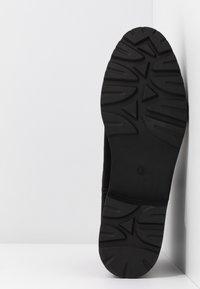 Dorothy Perkins - MOUNTY CHUNKY CHELSEA CLEATED SOLE - Kotníková obuv - black - 6