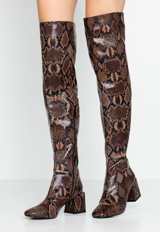 LOLA SKYE LAELA HIGH SHAFT BOOT - Over-the-knee boots - brown