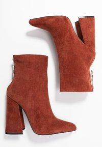 Dorothy Perkins - LOLA SKYE LAKE OVERSIZED RING POINT BOOT - High Heel Stiefelette - brown - 3