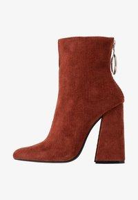 Dorothy Perkins - LOLA SKYE LAKE OVERSIZED RING POINT BOOT - High Heel Stiefelette - brown - 1